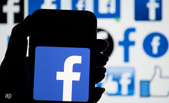 Facebook app on smartphone, Facebook share price, Cambridge Analytica, stock market