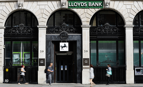 Lloyds Bank branch, SIPP investments, UK stocks, GlaxoSmithKline