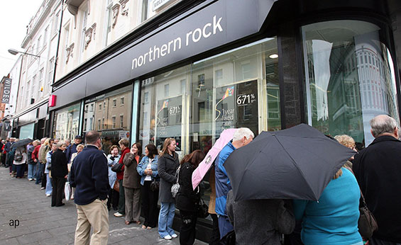 Northern Rock customers queue in 2007