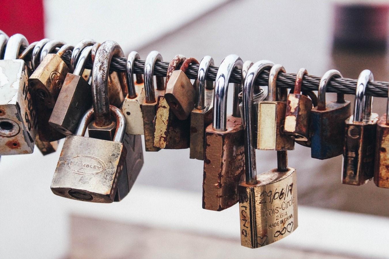 Chain holding padlocks