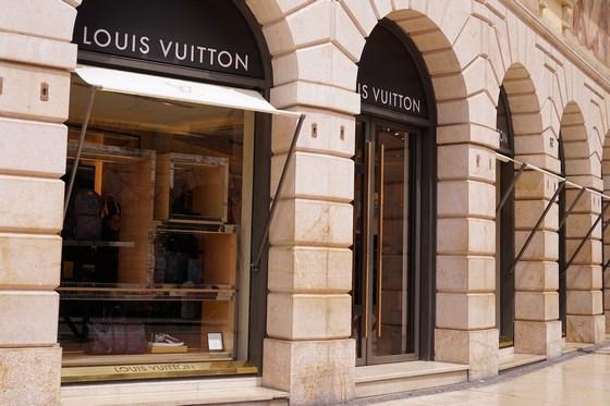 LVMH Louis Vuitton store luxury 1487548 560