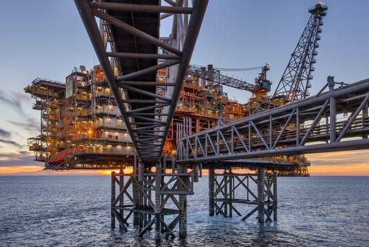 Energy bp oil platform rig 520