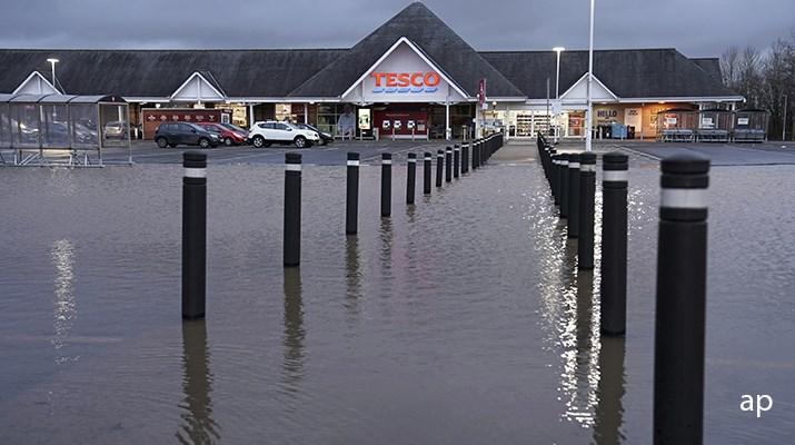 Flooding in Tesco