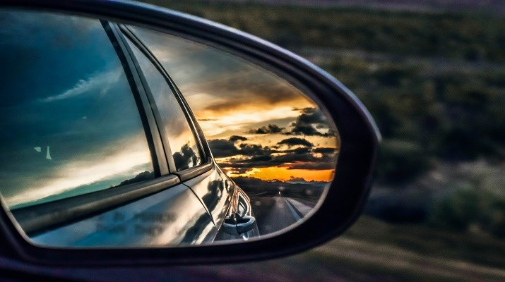 Sidespeil på en bil
