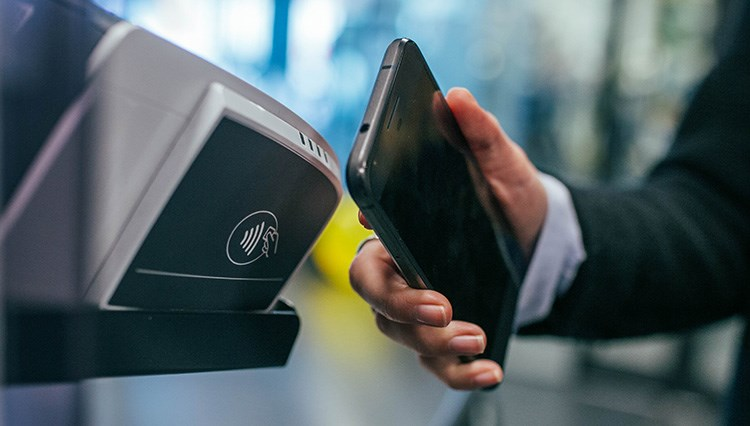 Contactless card terminal and hand holding phone