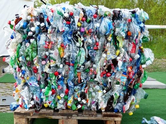 Plastic bottles 115069 560