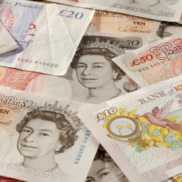 Rush to Buy Holiday Currency as Pound Hits Year High