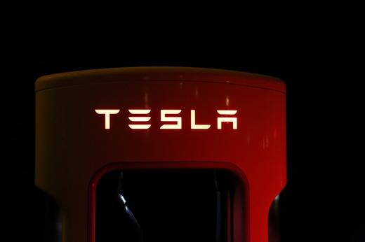 Tesla: mejora la generación de cash