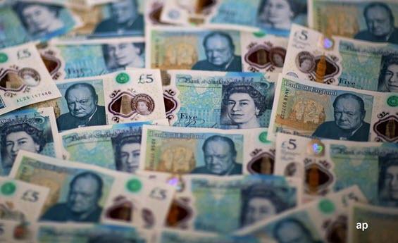 five pound notes, sterling, Brexit, no-deal Brexit, soft Brexit, hard Brexit