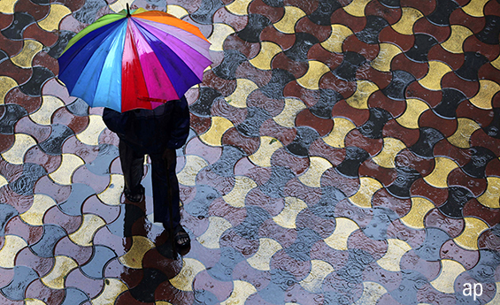 umbrella protecting investor from the rain how to spot a stock about to crash